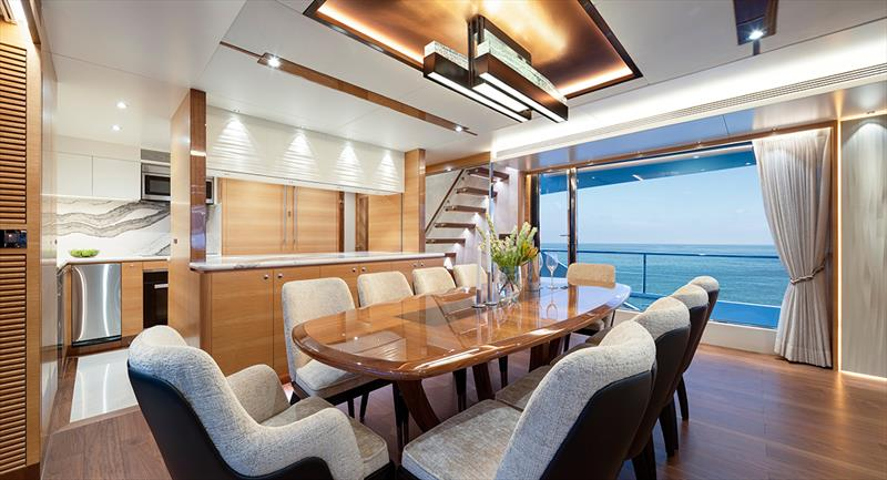 Tri-Deck Horizon FD92, Crowned Eagle dining area - photo © Chang Celeste